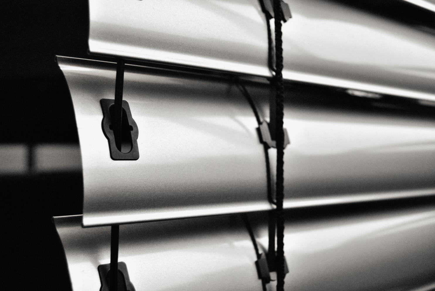 WAREMA Basis-Raffstore mit Schienenführung und Kurbel